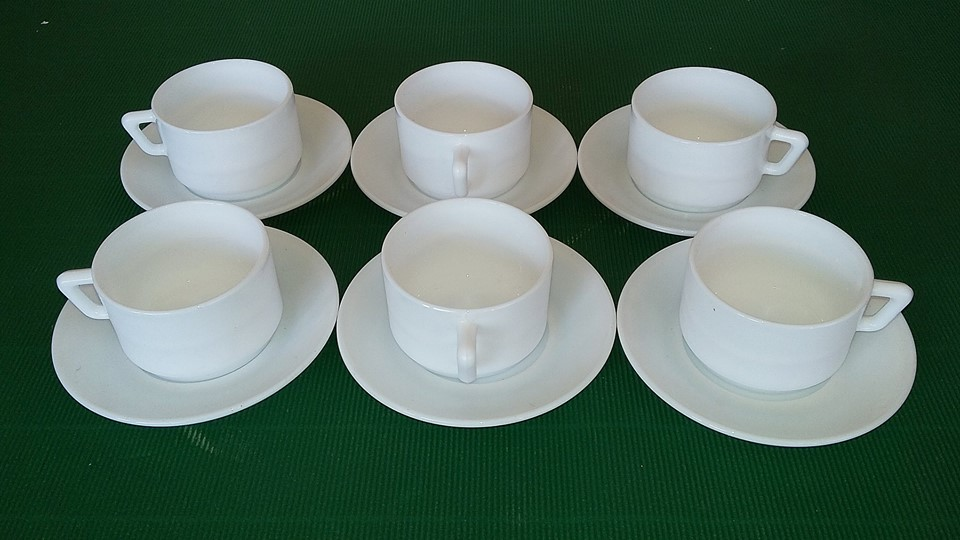 ชุดน้ำชาหรือกาแฟ งานกระเบื้องเนื้อน้ำนม ของ arcopal จากฝรั่งเศส