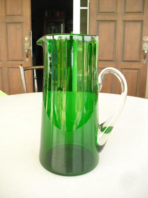 เหยือกแก้วสีเขียว ฝรั่งเศส