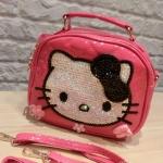PRE-ORDER---Hello kitty กระเป๋าคิตตี้งานแฮนด์เมด นำเข้าจากฮ่องกงค่ะ มี2สี ระบุสีด้วยค่ะ Size: 17 * 13.5 * 6.5 cm