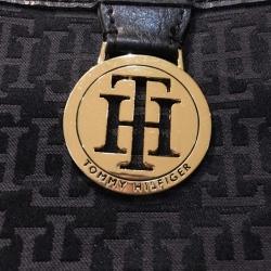 กระเป๋ามือสอง Tommy Hilfiger กว้าง 10.5 นิ้ว | สูง 10.5 นิ้ว