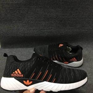รองเท้าผ้าใบ ยี่ห้อ adidas พร้อมกล่อง