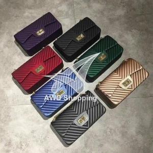 กระเป๋าแฟชั่นผู้หญิง ทรงสี่เหลี่ยม (มีสายสะพาย) สีม่วง/ สีดำ / สีแดงโอรส / สีน้ำเงิน / สีเทา / สีเขียว / สีทอง
